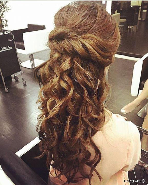 صورة تسريحات للشعر الطويل بسيطة , الشعر الطويل وتسريحاته 2747 2