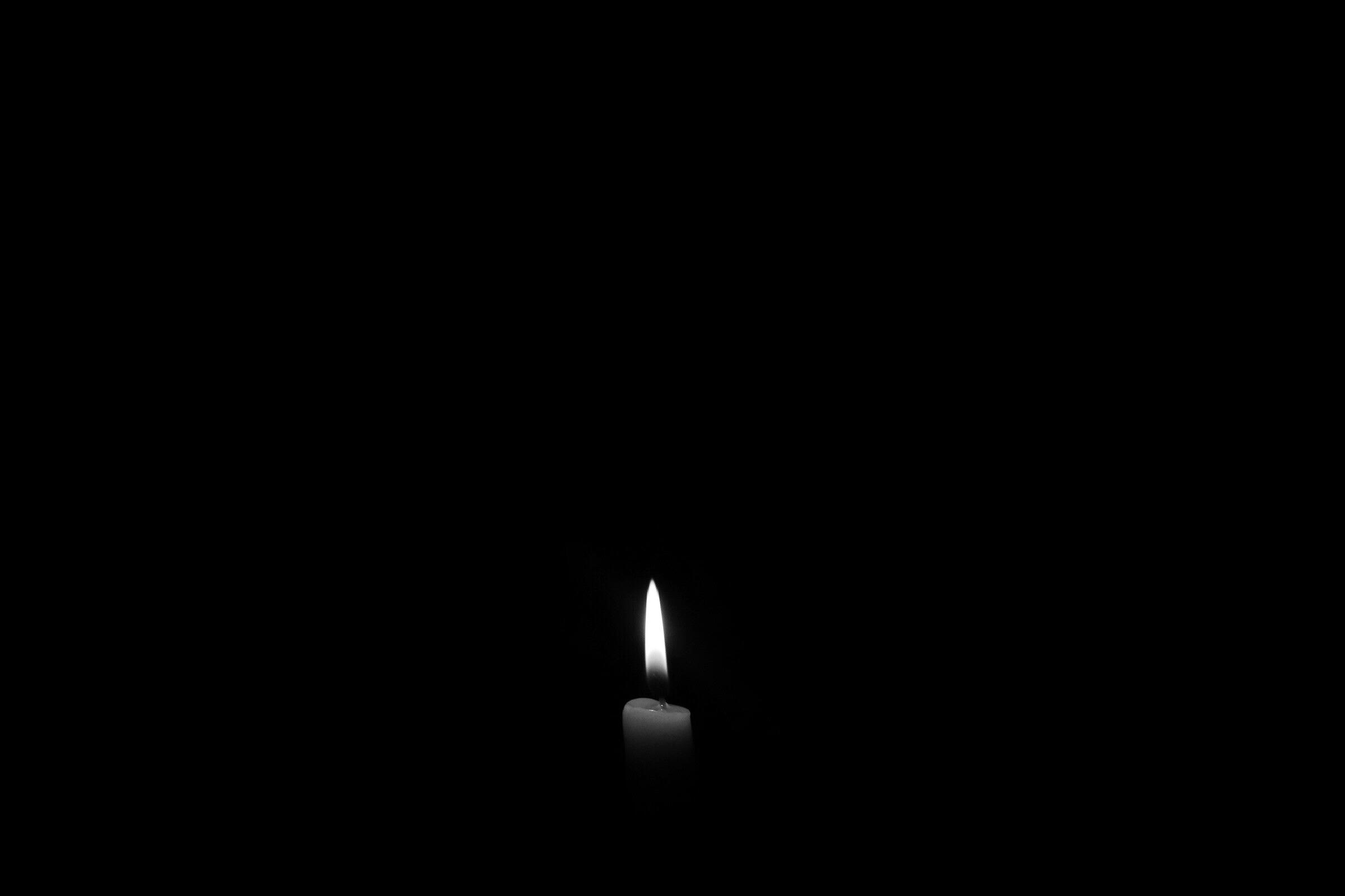 صورة خلفيات سوداء حزينة , صور حزن سوداء