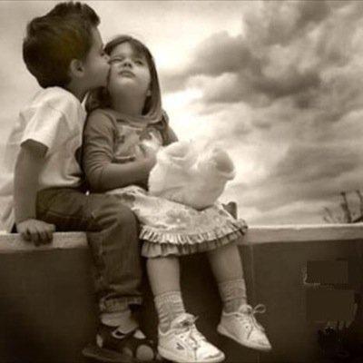 بالصور اصغر حبيبين , صور حب الطفوله 2817 4