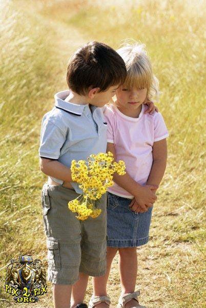 بالصور اصغر حبيبين , صور حب الطفوله 2817 6