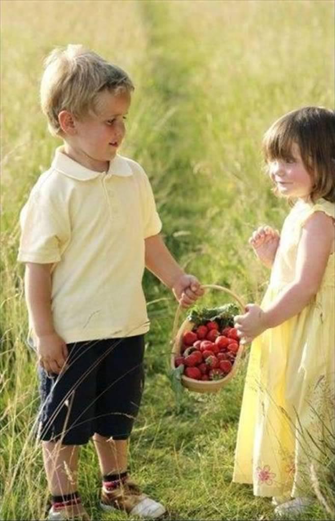 بالصور اصغر حبيبين , صور حب الطفوله 2817 7