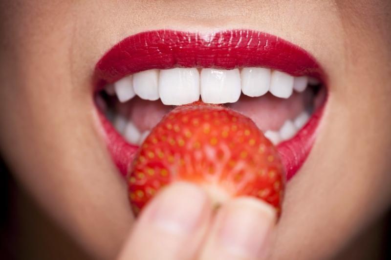 بالصور كيفية تبييض الاسنان , كيف نجعل اسناننا ناصعة البياض 4289 1