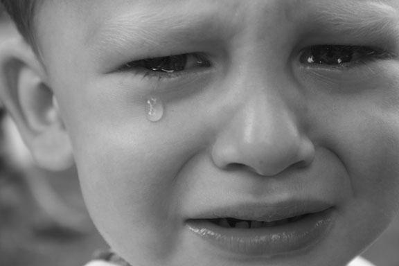 بالصور صور اطفال حزينه , اطفال بريئة حزينة 5367 5