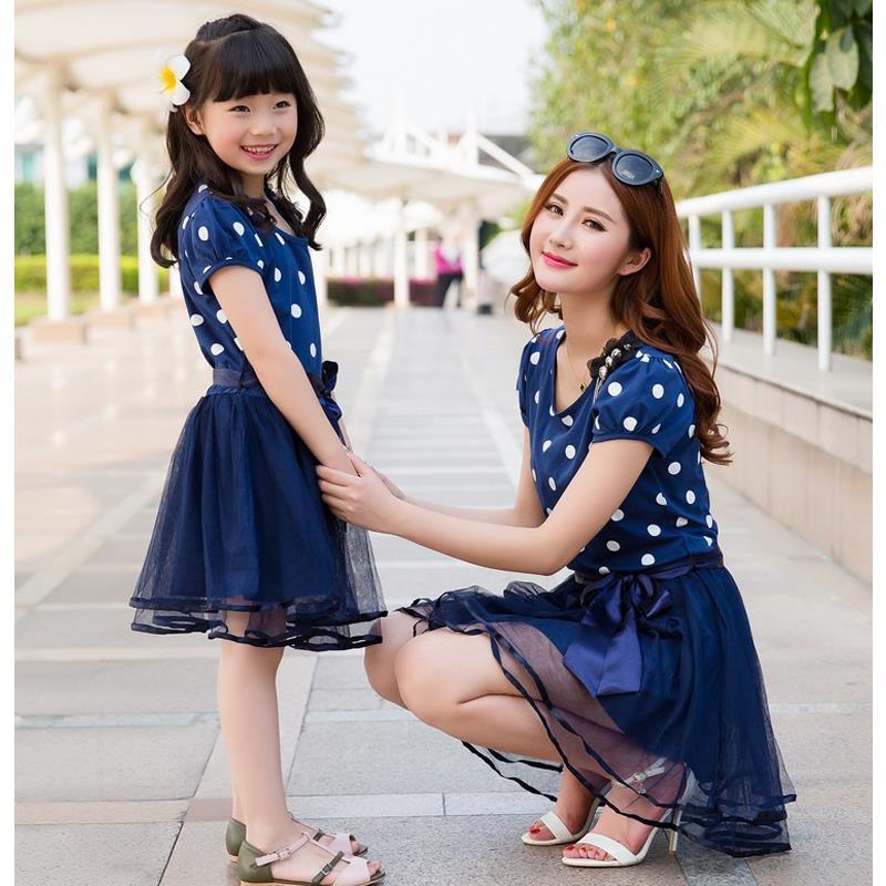 بالصور صور ام وبنتها , اجمل مشاعر بين الام وطفلتها 3037 4
