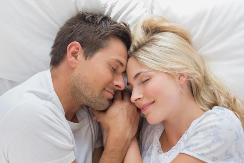 بالصور مداعبة الزوج لزوجته , فوائد المداعبة بين الازواج وتاثيرها عليهم 2863 1