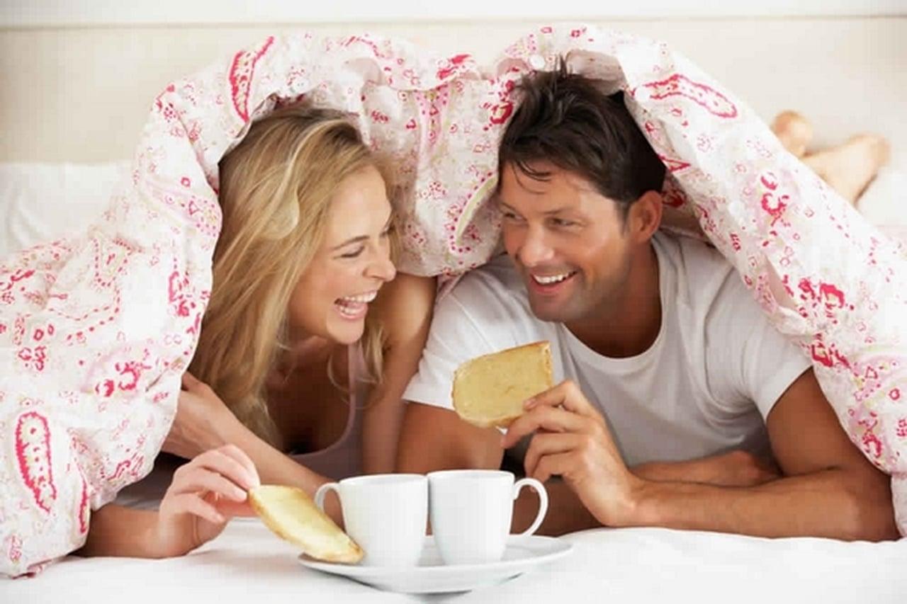 بالصور مداعبة الزوج لزوجته , فوائد المداعبة بين الازواج وتاثيرها عليهم 2863 2