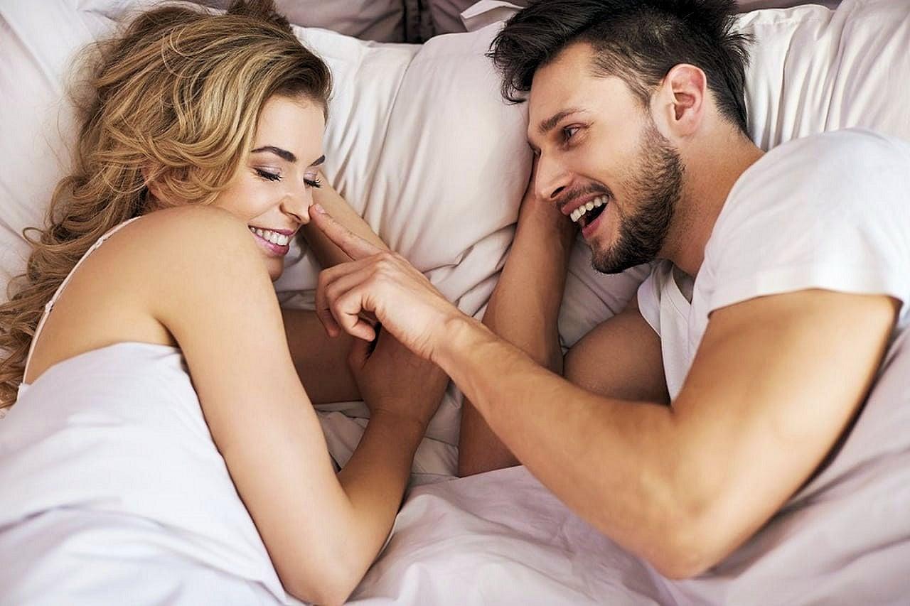 بالصور مداعبة الزوج لزوجته , فوائد المداعبة بين الازواج وتاثيرها عليهم 2863