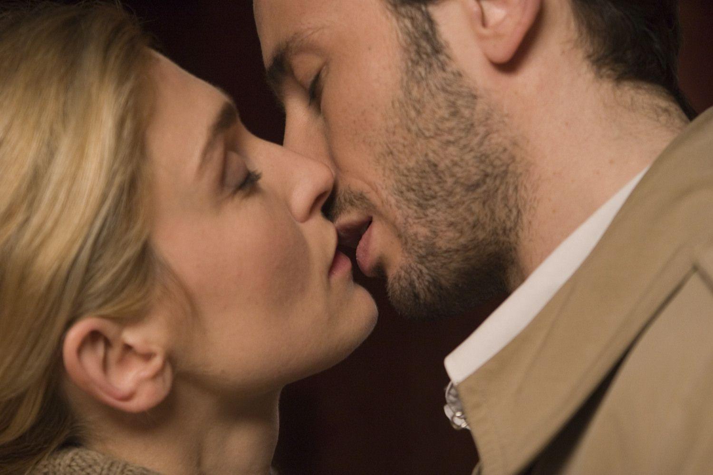 بالصور صور بوس رومانسي , اجمل صور الحب الرومانسية 3186 11