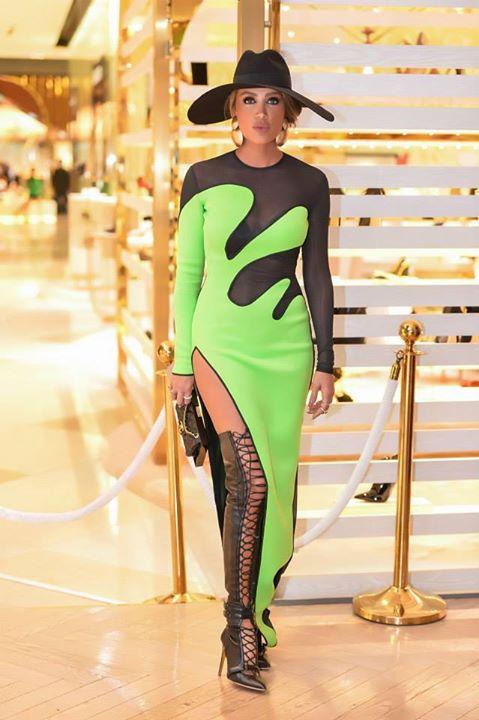 بالصور موديلات فساتين فخمه , افخم فساتين ارتدينها المشاهير باسعار باهظه 6227 10