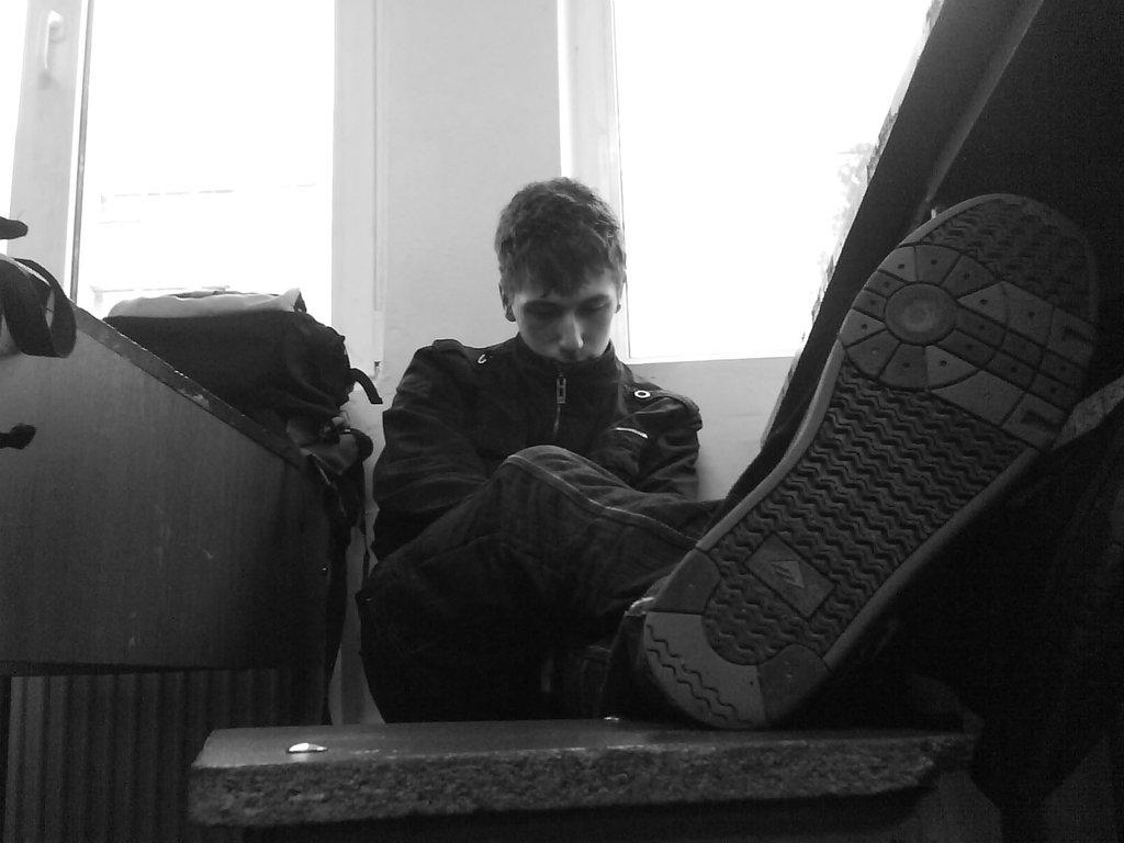 بالصور صور شخص حزين , الحزن والبكاء فى صوره 4698 6