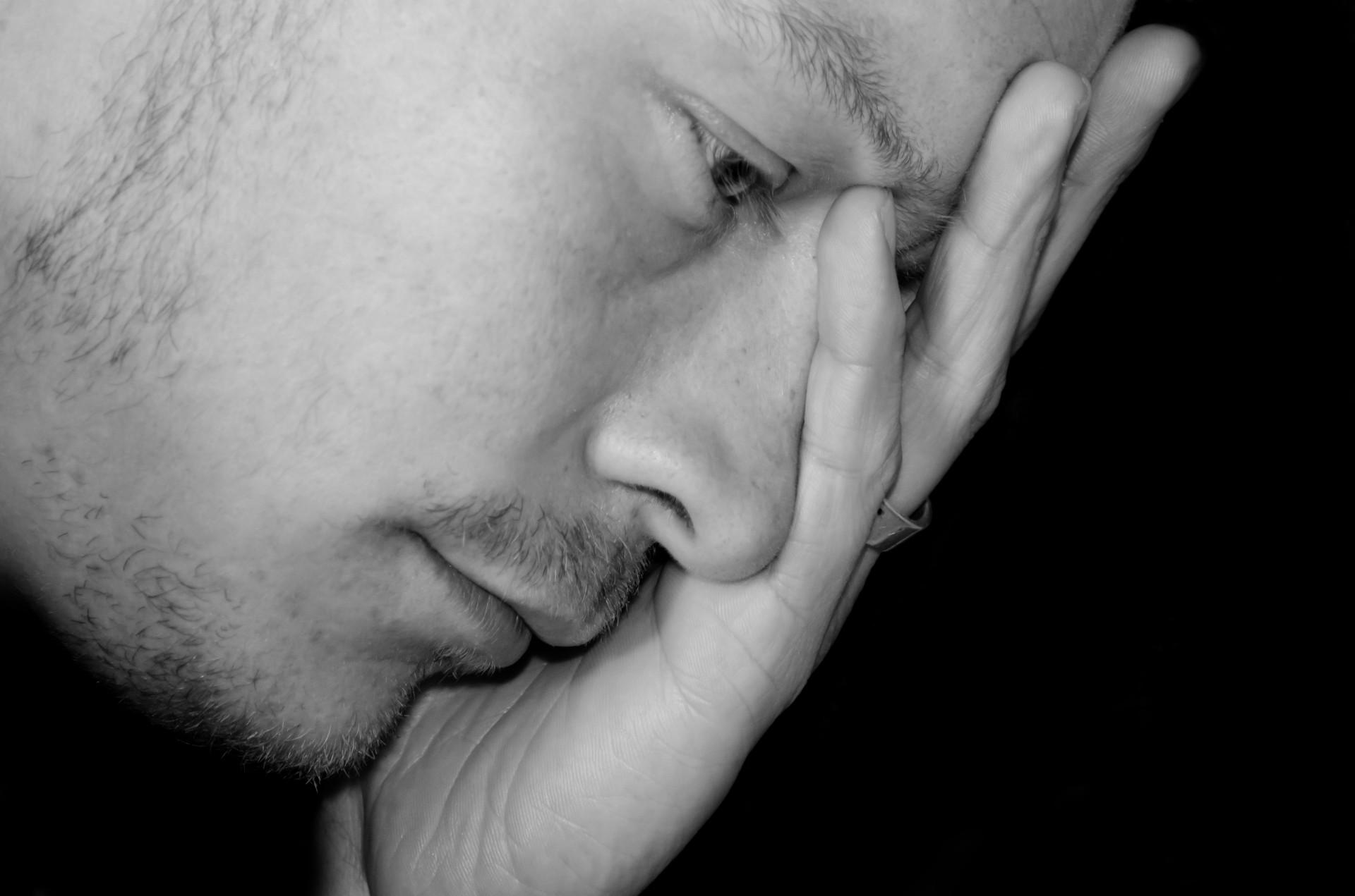 صورة صور شخص حزين , الحزن والبكاء فى صوره