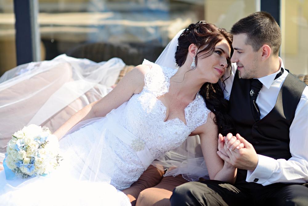 بالصور اجمل صور عرسان , مشاعر لا توصف بين العروسين 576 1
