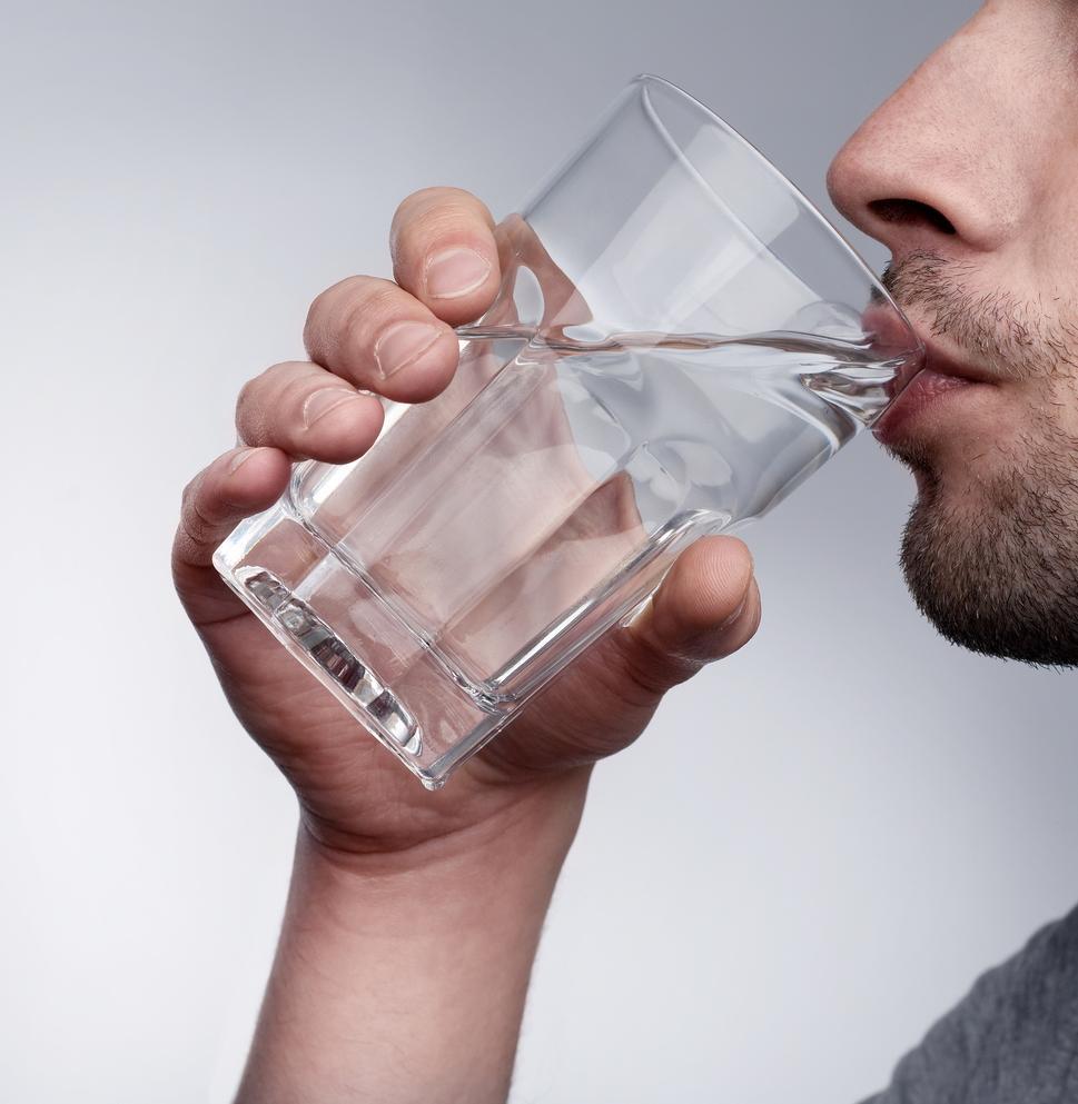 صورة تفسير حلم شرب الماء بكثرة وعدم الارتواء , تفسير رؤية شرب الماء في المنام