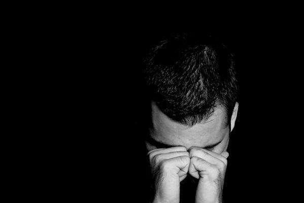 صورة صور رجال حزينه , صور حزينة للرجال تؤثر بك
