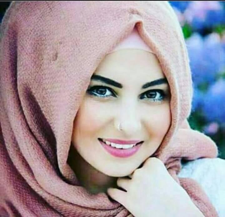 صورة صور بنت تضحك , الضحكه تزين الوجه وتنوره
