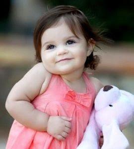 صورة طفل يحمل كل معاني الجمال اطفال صغار حلوين 4284 3